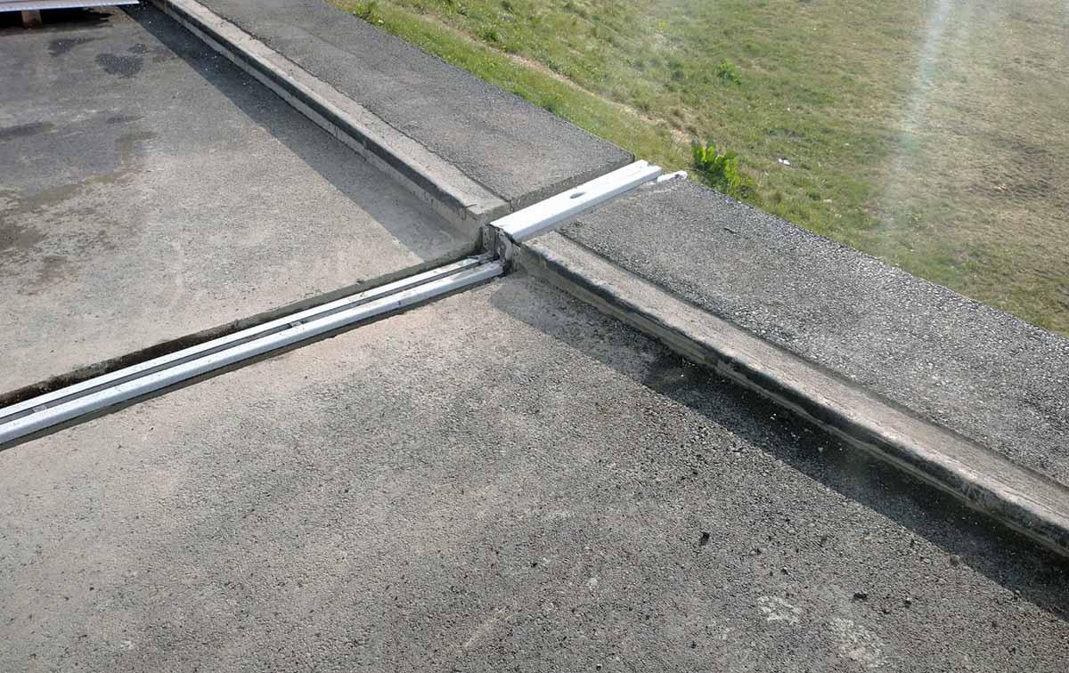 Szpital w Łomży ma już nowy asfalt i profile dylatacyjne Conecto na rampie podjazdowej dla karetek